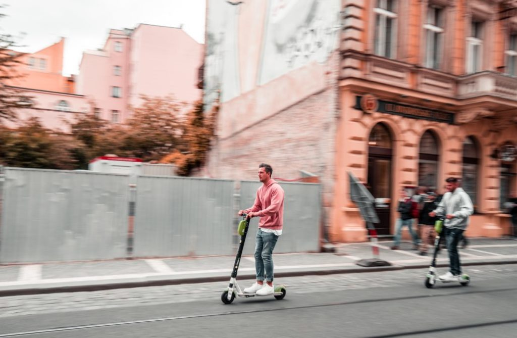 Battle Skateboard vs Scooter
