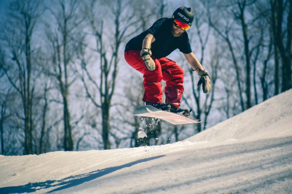 What Makes a Snowboard Different from a Skateboard